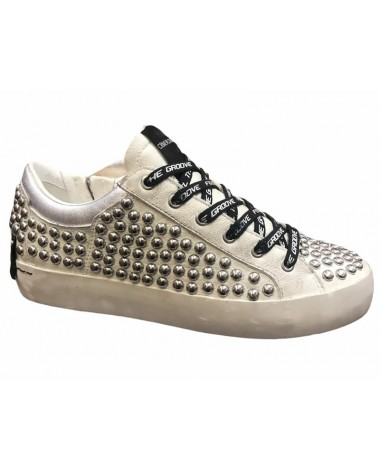 Sneakers Crime London en cuir blanc clous metal argent modele 25401